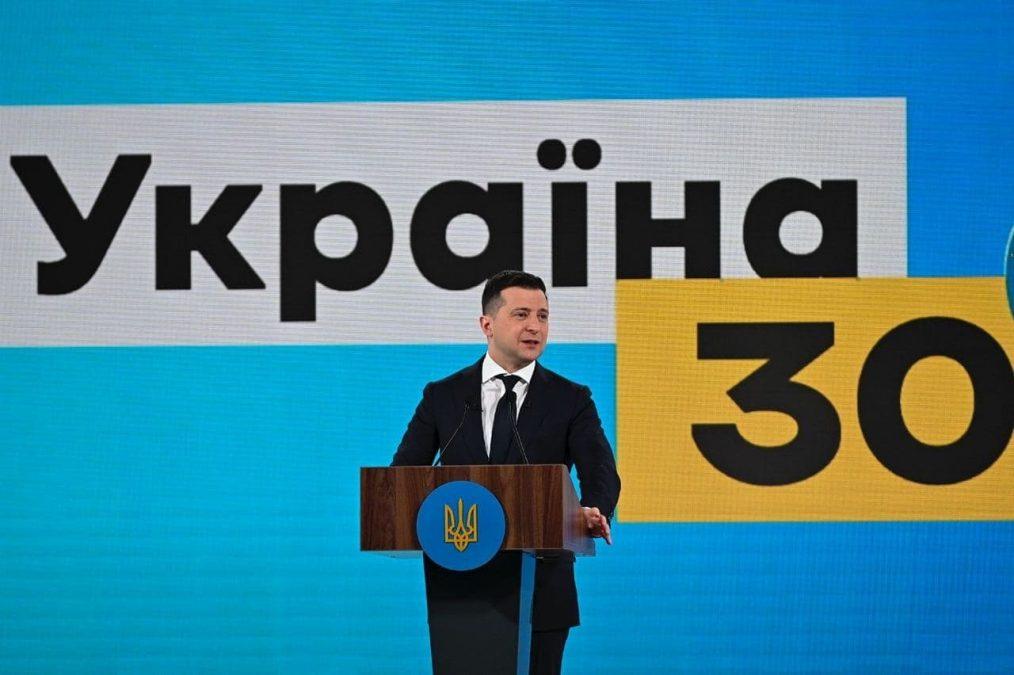 С подачи власти украинские нацисты объявили конкурс на самое тяжкое и самое унизительное наказание для журналистов запрещенных Зеленским телеканалов.